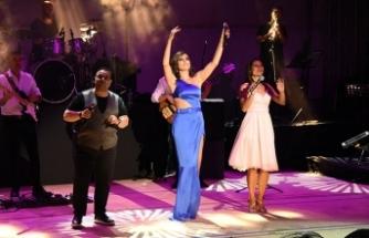 Funda Arar, Marmaris Amfi Tiyatro'da muhteşem bir konser verdi