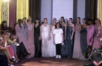 Türk tasarımcı Zeynep Kartal Londra Moda Haftası'nda defile düzenledi