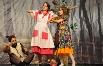 Güzelyurt'a ren getiren tiyatro günleri başladı