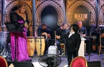 Maxim Royal, eğlence sezonunu 'büyüleyici showlar' ve parlayan yıldızı Gökçe Kırgız ile açtı