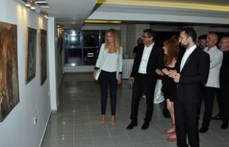 Ressam Feryal Sükan'ın 'Retrospektif' adlı resim sergisi ziyarete açıldı