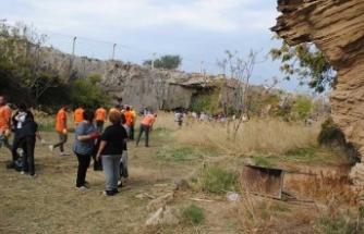 Girne'de tarihi alan Krisokova'da yapılan çevre temizliğine gençler ve yabancılar büyük destek verdi
