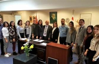 Türk okullarına destek sözü