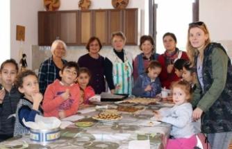 ÇADER'in düzenlediği etkinlikte çocuklar büyüklerine elleriyle kurabiye yaptı