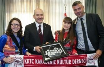 İçişleri Bakanı Soylu, KKTC Karadeniz Kültür Derneği üyeleriyle bir araya geldi