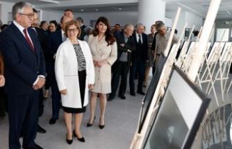 Buket Özatay'ın kişisel sergisi Cumhurbaşkanı Akıncı tarafından açıldı