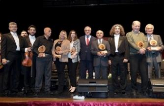 Cumhurbaşkanlığı Senfoni Orkestrası Sıla 4 Grubu ile aynı sahneyi paylaştı