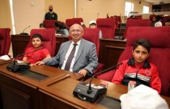 Cumhuriyet Meclisi ve Başbakanlık'ta öğrenciler ağırlandı