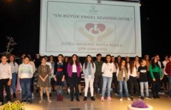 Doğu Akdeniz Doğa Koleji'nin geleneksel hale gelen şiir dinletisi, anlamlı bir tema ile gerçekleşti