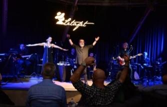 Şarkılarıyla gönüllere taht kuran usta sanatçı Soner Olgun, muhteşem bir müzik ziyafetine imza attı