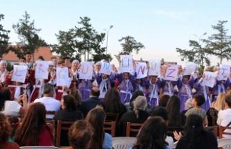 YBB Halk Dansları Topluluğu, orta ve yetişkin gruplarıyla Kıbrıs folklorundan örneklerini halkla buluşturdu