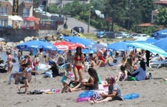 Bayram tatilini fırsat bilenler turizm merkezlerine akın etti