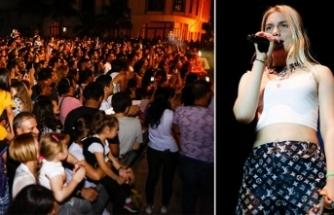 Namık Kemal Meydanı'nda sahneye çıkan Aleyna Tilki'nin konseri 2 saat sürdü