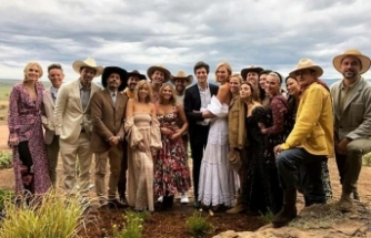 Ünlü model Karlie Kloss ve eşi Joshua Kushner, Vahşi Batı konsepti ile sekiz ay sonra yeniden evlendi