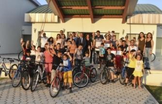 Bisikletli Gönyeli Kursunu tamamlayan yetişkin ve çocuklara katılım belgeleri verildi