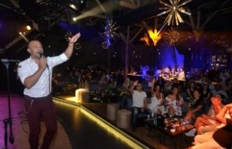 Merit Park Hotel'in popüler eğlence mekânı Letafet Lounge Bar'da büyük coşku yaşandı