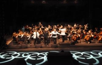 Bodrum'da, Murat Karahan, Hakan Aysev ve Efe Kışlalı'dan oluşan üç tenor konser verdi