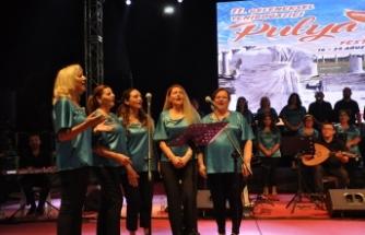 Yeniboğaziçi Korosu, İlmiye Karaşahin şefliğinde konser verdi