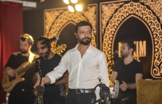 Maxim Royal'de sahne alan Mehmet Erdem gönülleri fethetti