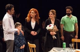Lefkoşa Belediye Tiyatrosu yeni oyununun prömiyerini Bandabuliya Sahnesi'nde gerçekleştirdi