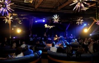 Soner Olgun, Girne'nin en gözde mekânlarından Merit Park Letafet Lounge Bar'da sevenleriyle buluştu