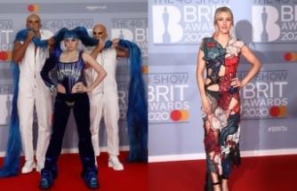 Brit Müzik Ödüllerinde kırmızı halı ilginç görüntülere de sahne oldu