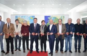 Kıbrıs Modern Sanat Müzesi için hazırlanan 55 eserden oluşan üç ayrı karma sergi açıldı