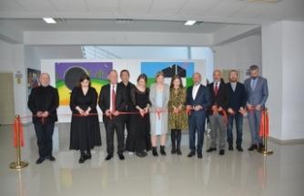 Rus ve Özbek sanatçıların karma resim sergisi YDÜ'de açıldı
