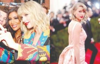 Taylor Swift hayranlarına 3'er bin dolar dağıttı
