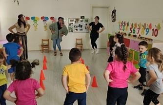 Çocuklar birbirinden eğlenceli oyunlarla keyifli bir gün yaşadı