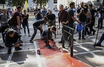 Eylemciler Turizm Bakanlığı binasını bastı