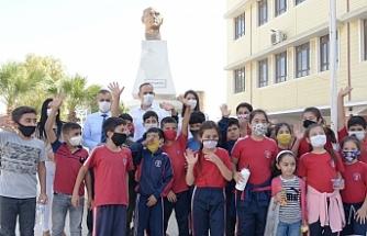 Okullara 200 tablet dağıtıldı