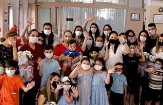 Limasol Bankası'ndan, banka çalışanı anneleri duygulandıran sürpriz