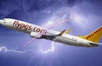 Pegasus uçağını yıldırım çarptı