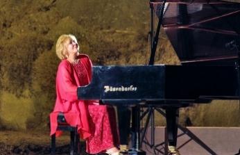 Gülsin Onay, Bellapais Müzik Festivali'nde piyano resitali verecek