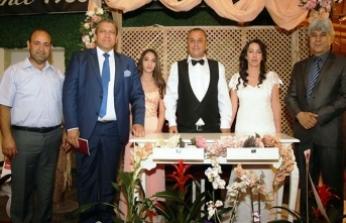 Nikahın 15'inci yılında dostlarla özel kutlama