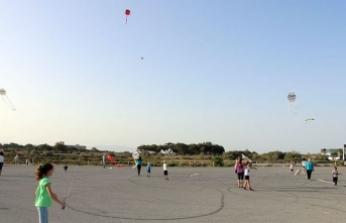 Çocuk Festivali kapsamında, Glapsides Plajı'nda Uçurtma Şenliği düzenlendi