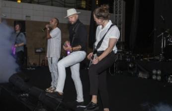 İran asıllı şarkıcı, Merit otellerinde verdiği 3'üncü konserle nefesleri kesti