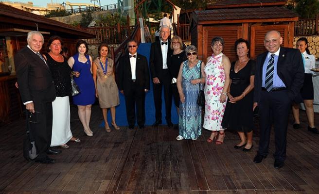 'Cosmopolitan Rotary'nin, Merit Otel'de düzenlediği organizasyona Kuzey ve Güney Kıbrıs'tan iş insanları katıldı