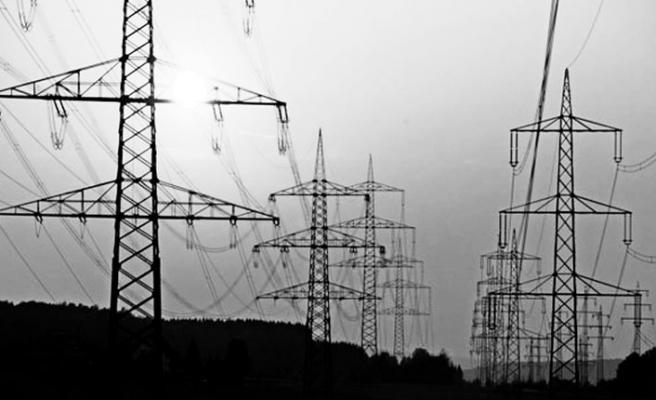 Ülkenin dört bir yanı elektriksiz