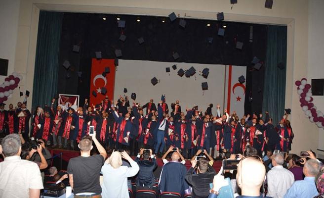 YDÜ Mühendislik Fakültesi bünyesindeki 259 öğrenci daha mezun olarak hayata atıldı