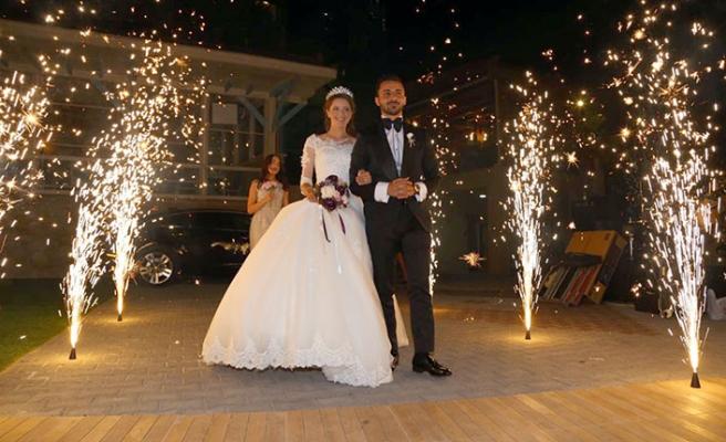 Mert ile GalineMerit Park Hotel'de gerçekleştirilen düğünde muradına erdi