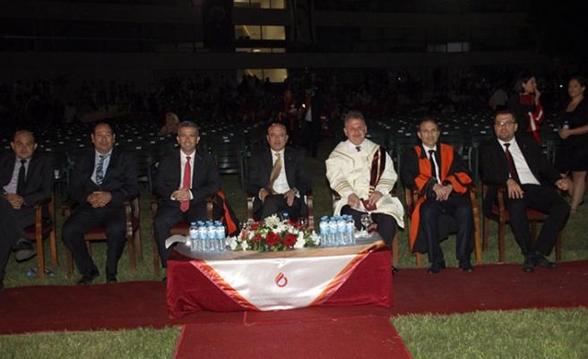 UKÜ'de düzenlenen törende, 30 farklı ülkeden bin 154 öğrenci diplomalarını aldı
