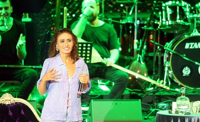 Yıldız Tilbe'yi Harbiye'deki ilk konserinde 5 bin kişi dinledi