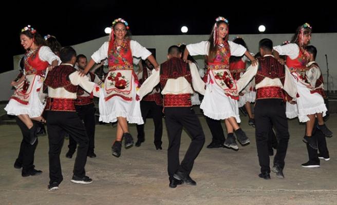Beyarmudu Belediyesinin düzenlediği festivale katılan ekipler, gösterilerine devam ediyor