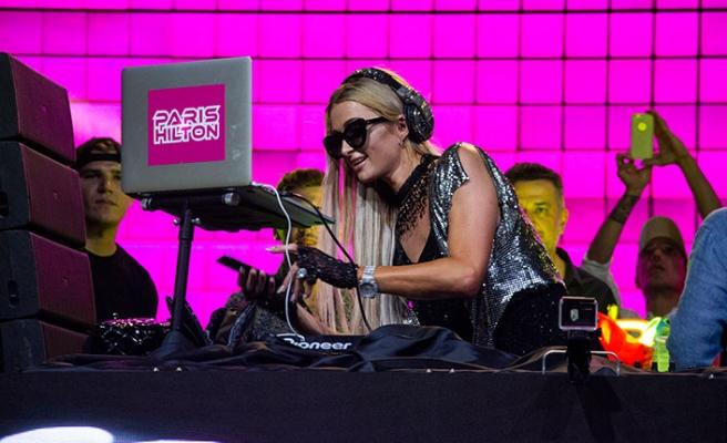 """Limak Cyprus'ta konser veren Paris Hilton, """"Burası çok güzel ve tatil için harika bir yer"""" dedi"""