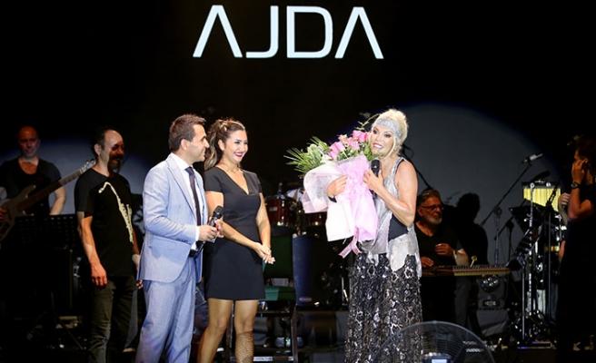Merit Royal etkinliğinde sahne alan Ajda Pekkan, şarkıları, dansları ve enerjisiyle herkesi büyüledi