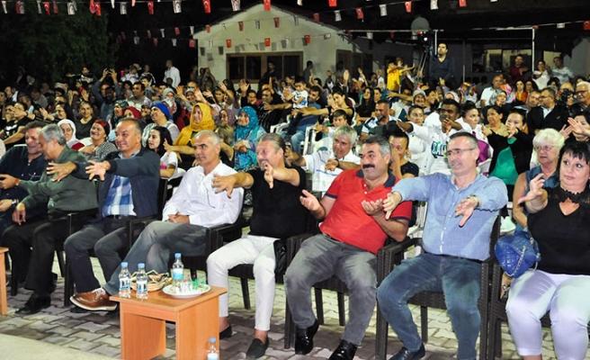 Harnup Festivalinin finalinde sahne alan Ankaralı Yasemin kulakların pasını silsi