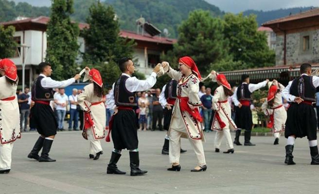 Mehmetçik Kültür ve Dayanışma Derneği Halk Dansları topluluğu Artvin'de sahne aldı