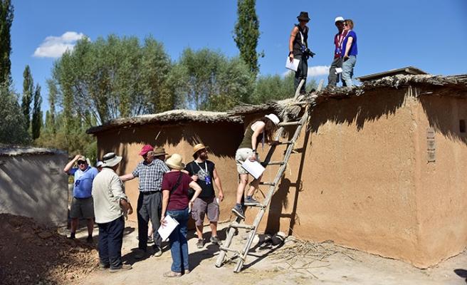 Orta Anadolu ve Kapadokya'nın ilk köyü olarak bilinen Âşıklı Höyük'te gerçekleştirilen kazılara büyük ilgi